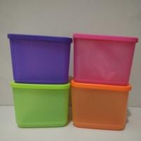 Tupperware new medium square rounds (1 set isi 4)