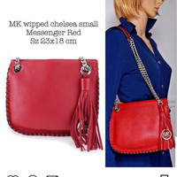 MK WIPPED CHSLSEA SMALL MESSENGER RED