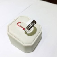 Cincin emas putih 75% berat 4 gram ukuran 12 dan 13. White gold ring
