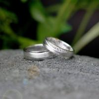 Cincin Kawin atau Cincin Tunangan Platinum Promo Emas 2g Antam Pt005