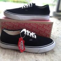 Sepatu Pria Sneaker Vans Authentic