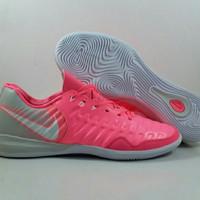 Sepatu Futsal Nike Tiempo Ligera IV  Warna : Pink Silver