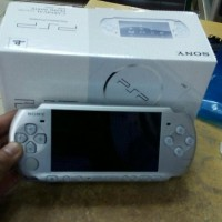 psp slim 3000 silver 8gb full game refurbished Berkualitas