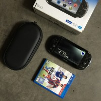 PSVITA PCH2000 + Card FIFA 15 *japan version