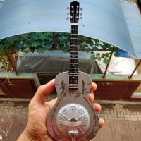 Miniatur Gitar Acoustic Dobro Mark Knopfler Dire Straits