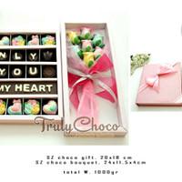 Trulychoco coklat praline valentine isi 25 dengan bunga