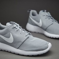 Sepatu Nike Sportswear Roshe Run Mens Shoes Wolf Grey 98009