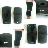 knee support nike hole