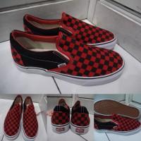 Sepatu Kets Sneakers Vans Slip On Checkerboard Catur Canvas Red Black