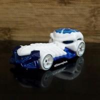 DIECAST HOT WHEELS SKULL CRUSHER WHITE FRIGHT CARS - LOOSE