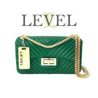 Tas selempang wanita merk Level warna hijau yang elegan dan unik