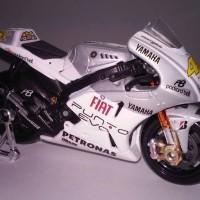 Valentino Rossi Yamaha YZR-M1 46# Estoril 2009 Motorcycle Bike Model