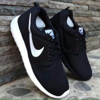 SALE LAGI PROMO Sepatu Nike Rosherun Hitam Putih Sneakers Pria Wanita 6e8ce587d4