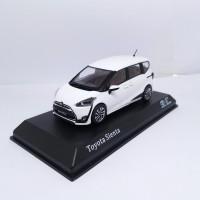 Diecast Toyota SIENTA Putih Miniatur Mobil Asli Original