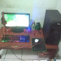 Komputer Dekstop 1 Set Monitor + Cpu Intel Core i5 Ram 8 Gb