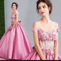 Gaun pengantin mewah satin