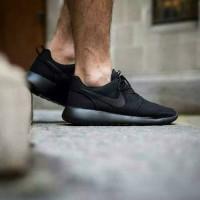Jual Sepatu Nike Roshe Run All Black Sneakers Casual Sport Unisex Murah Murah