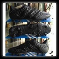 Sepatu Bola Kulit Sapi Asli Warna Hitam Polos Amazaki Mono Black Fg ... cf93f330e8