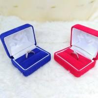 Kotak Cincin segi beludru/tempat perhiasan Emas/Perak