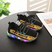 Sepatu Sport Anak Laki-laki / Perempuan dengan Lampu LED Menyala untuk