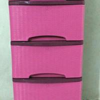 Harga best seller lemari plastik murah merk lily motif rotan 5 susun   Pembandingharga.com