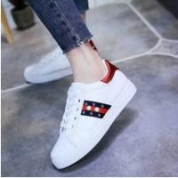 Sepatu Sneakers Wanita Cewek Slip On Terbaru Murah Ringan Awet Sport