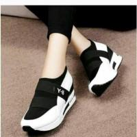 Sepatu Kets Wanita Y8