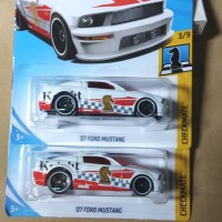 HOT WHEELS FORD MUSTANG 07 CHECKMATE