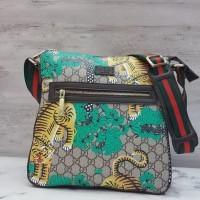 5a39e99128a Gucci Courrier GG Supreme Messenger Bag   Tas Selempang Pria Branded