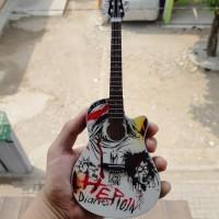 Harga miniatur gitar acoustic ovation heroin diaries nikki sixx motley   WIKIPRICE INDONESIA