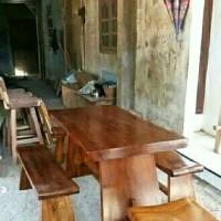 Stock kursi meja makan trembesi bangku sate Tersedia