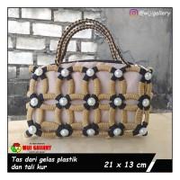 tas wanita handmade daur ulang dari tali kur dan gelas plastik