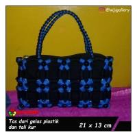tas wanita handmade dari tali kur dan daur ulang gelas plastik