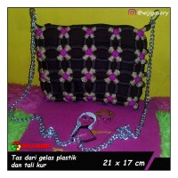 Tas wanita handmade dari tali kur dan gelas plastik