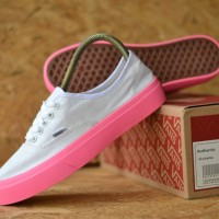 0f3badb811b Sepatu Vans Authentic White Pink Sneakers Wanita Casual Import