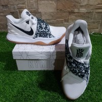 7ef17687f5c2 sepatu basket NIKE Kyrie Low White Gum ORI - NEW