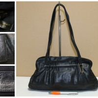 Tas branded AIGNER Black leather second bekas original 7689c61e31