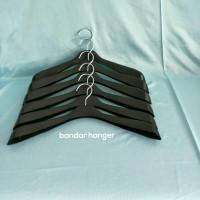 hanger 181 jas warna hitam / harga perlusin 32ribu