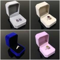 Kotak Cincin Anting Box Bahan Bludru Velvet Abu Abu Merah Pink Biru