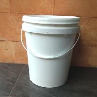 ember plastik lengkap dgn tutup&handle kap.20Kg warna violet&putih