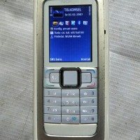 Nokia jadul komunikator . Nokia E90 . handphone Comunikator