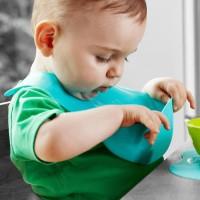 Celemek Bayi Tommee Tippee / Travel Baby BPA Free / Roll & Go Bib