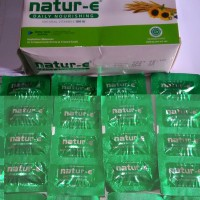 natur e 100 IU kotak isi 32 kapsul (8 strip)