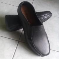 Sepatu Pantofel Karet Pria New Era 8007