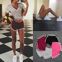 celana pendek olahraga wanita gym