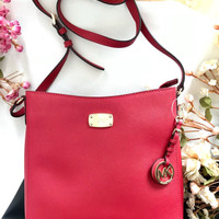 MICHAEL KORS JET SET TRAVELER MESSENGER RED SAFFIANO