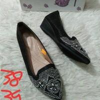 Sepatu  1337 Brand : lawrensia Warna : hitam UK.38,37