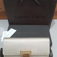 Dompet Preloved Wanita Authentic Original 100% Merk Charles & Keith