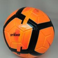 Bola lapangan besar soccer football Strike orange new 2018