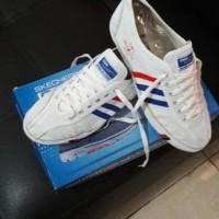 TERBARU Sepatu Capung Putih merk Dragonfly LARIS